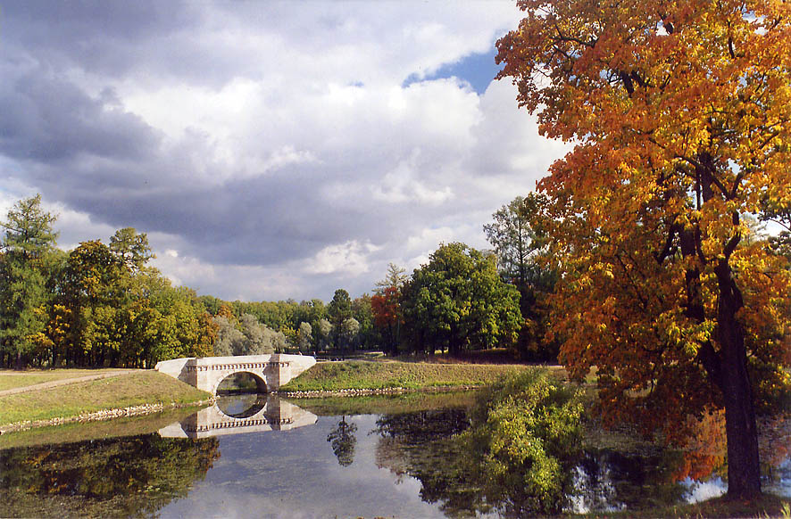 Carp's Bridge in the park of Gatchina, a former...near St.Petersburg. Russia 2002