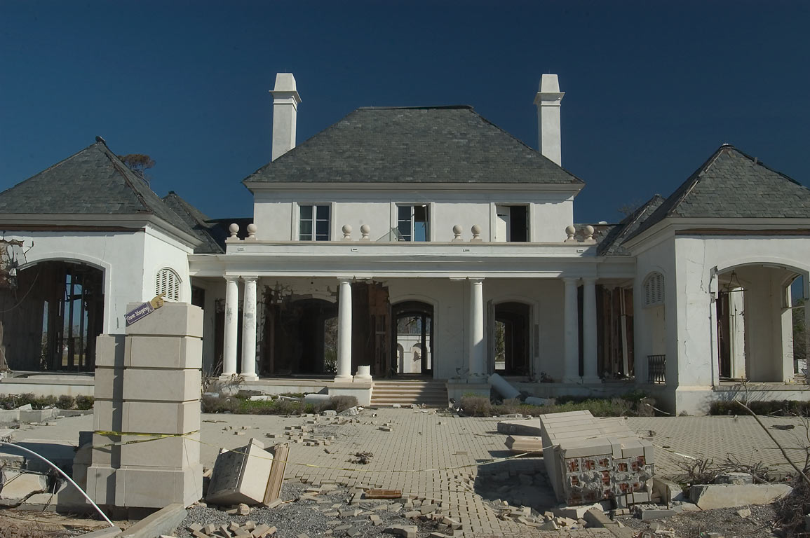 A mansion at Rd. 90 east from Gulfport. Mississippi