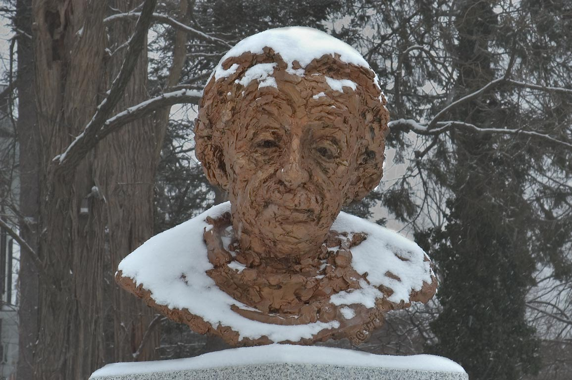 A statue of A. Einstein outside Borough Hall. Princeton, New Jersey