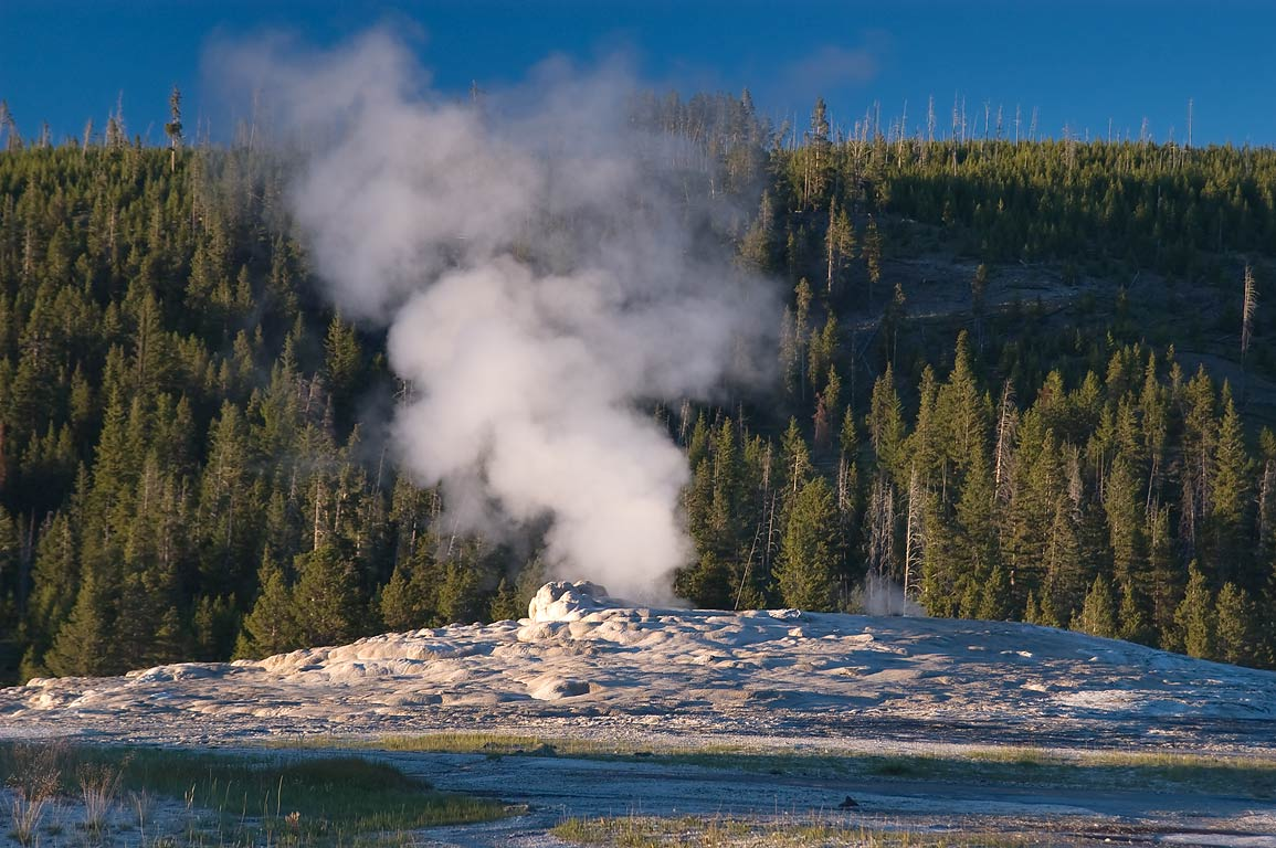 Old Faithful Geyser. Yellowstone Park, Wyoming