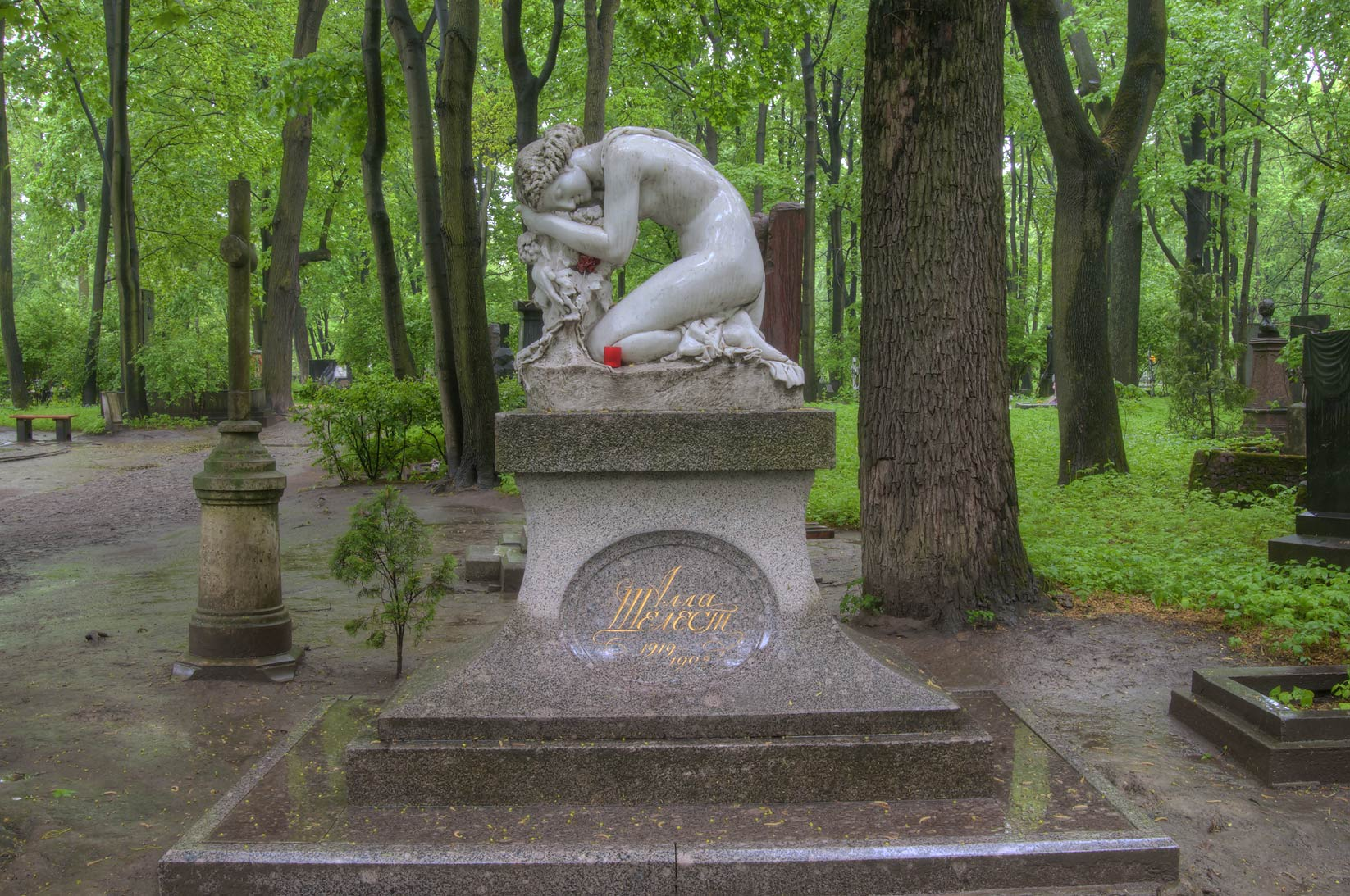 Tomb of a Soviet ballerina A. Shelest (1919-1998...Cemetery. St.Petersburg, Russia